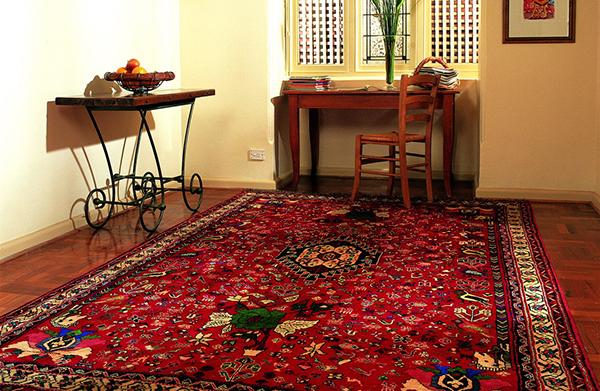 دکوراسیون خانه با فرش قرمز